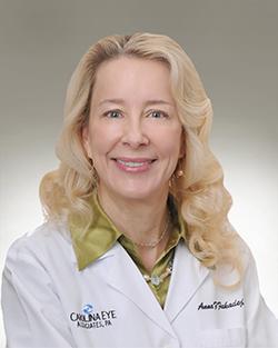 Dr. Anna Fakadej